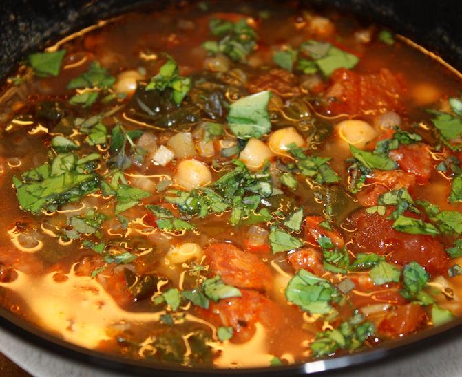 Suppe med kikerter, chorizo og spinat