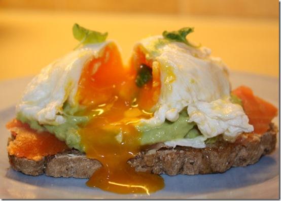 Posjert egg med røkelaks