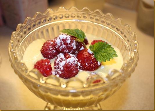Bringebær og jordbær med mascarponekrem