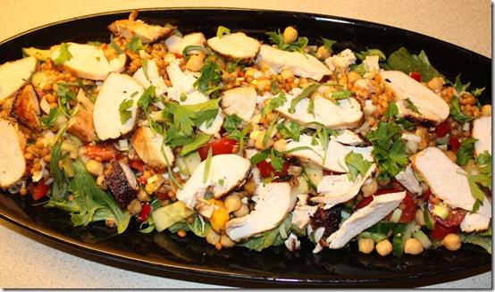 Kyllingsalat med linser og kikerter