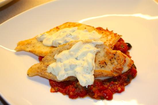 Stekt rødspette med tomat- og basilikumsaus