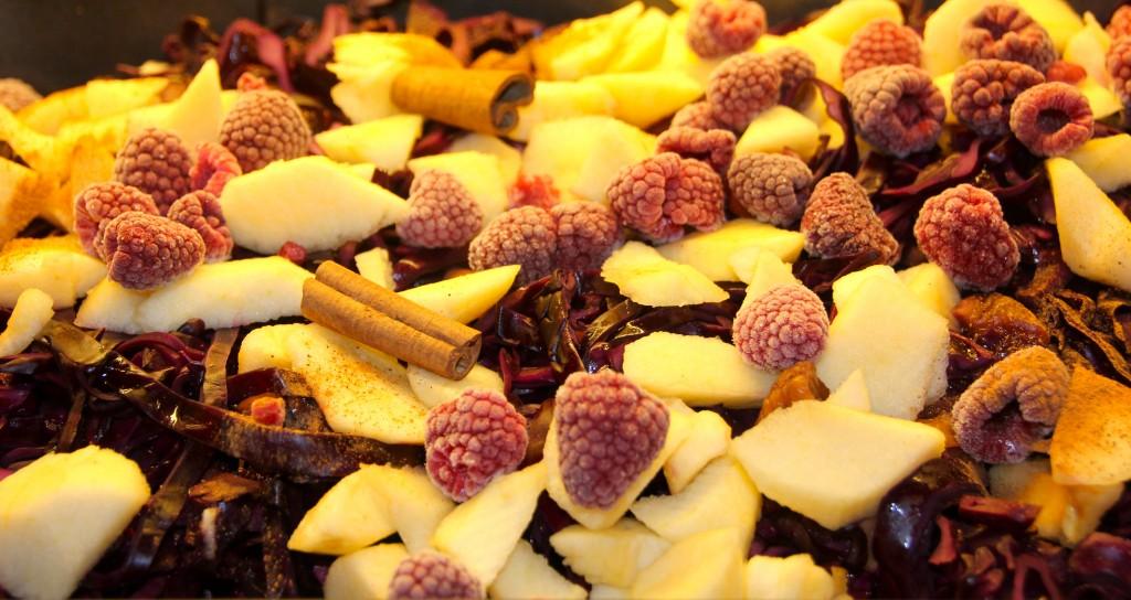 Rødkål med frukt, bær og portvin