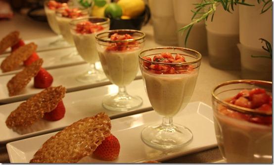 Limepannacotta med jordbærsalat
