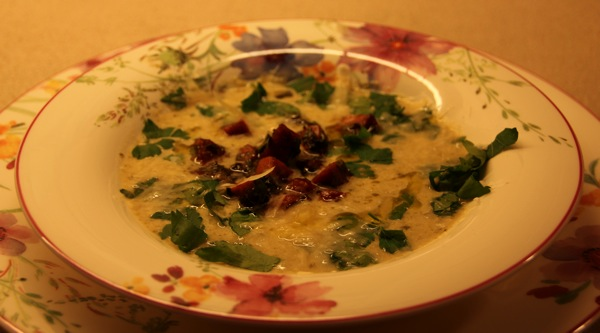 Broccoli- og blomkålsuppe med chorizo