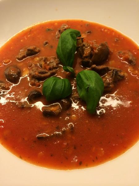 Hjemmelaget tomatsuppe med linser og kjøttboller