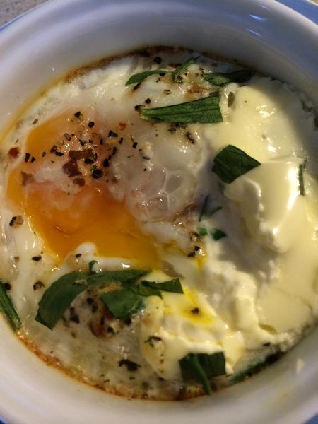 Ovnsbakte egg med creme fraishe og estragon