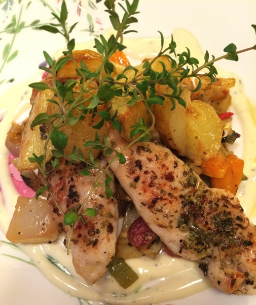 Pannestekt kyllingfilét med ovnsbakte grønnsaker