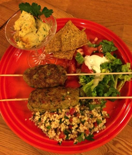 Kyllingkebab med hummus og tabbouleh