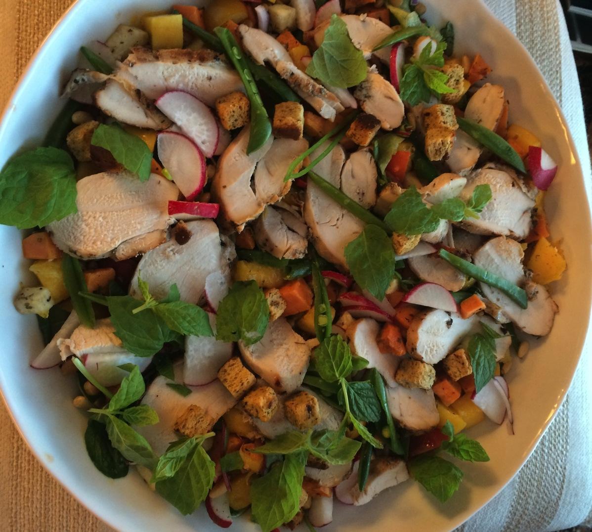Lun kyllingsalat med søtpotet, mango og selleri