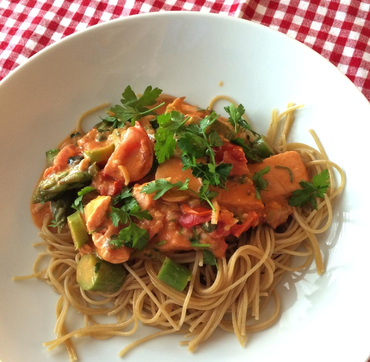 Pasta med ørret og asparges
