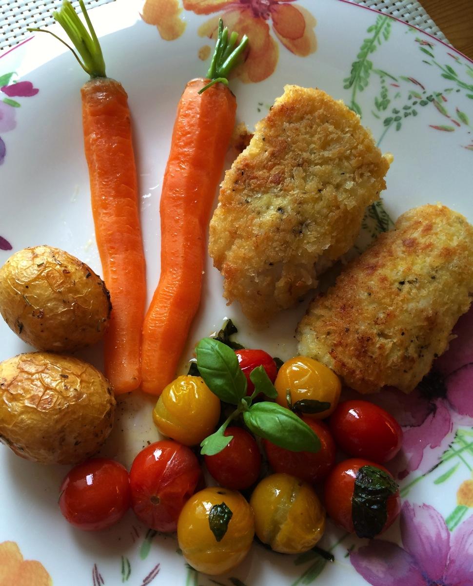 Panert torskefilét med ovnsbakte tomater