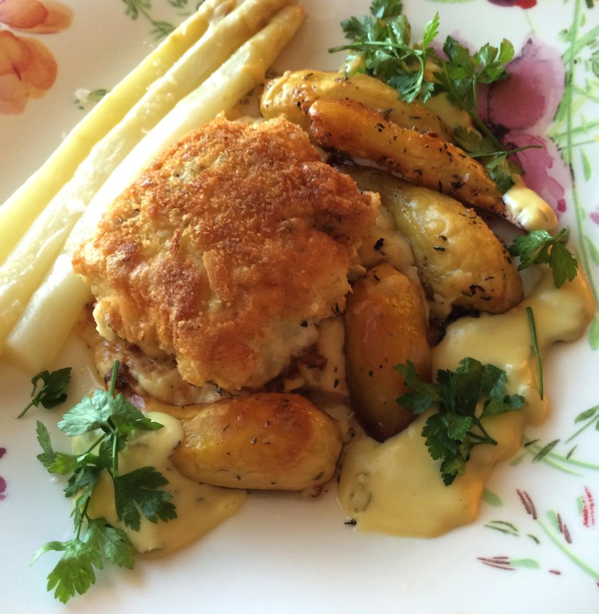 Panert lange med asparges og sitronholandaise