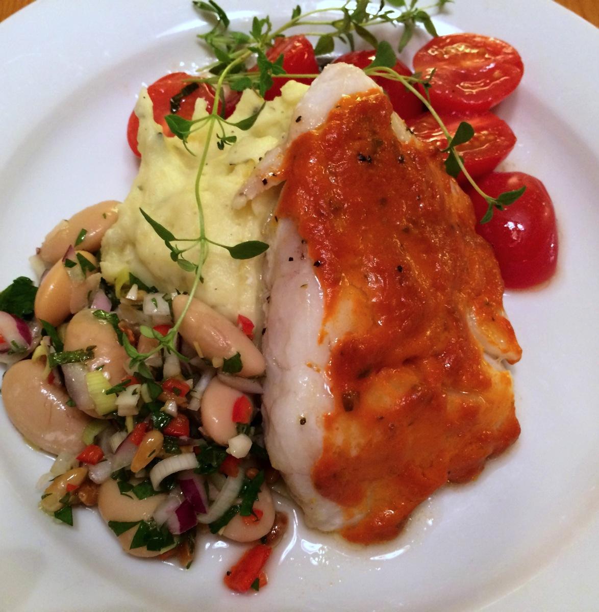 Ovnsbakt torsk med pesto og spicy bønnesalat
