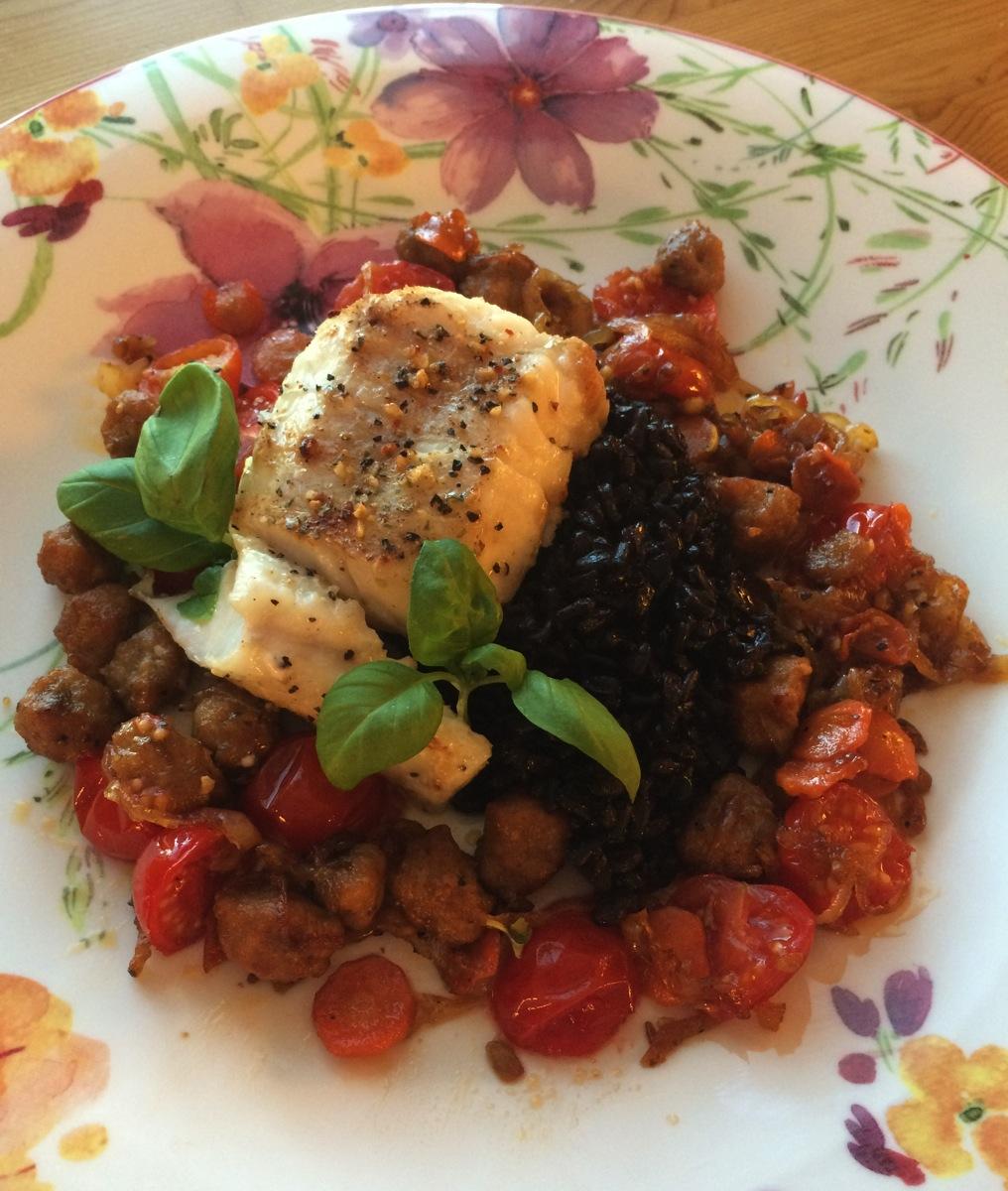 Isgalt med chorizo, stekte grønnsaker og svart ris