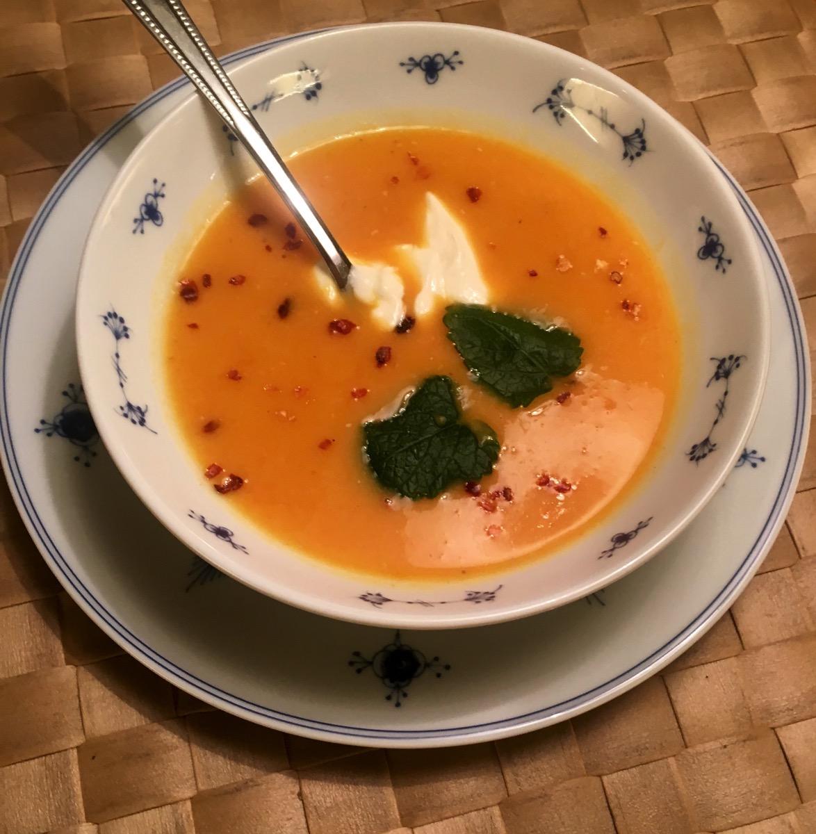 Spicy søtpotetsuppe med linser og gulrøtter