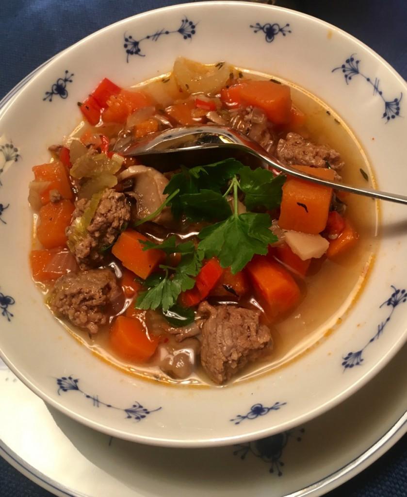 Hverdagssuppe med kjøttdeig og masse grønnsaker