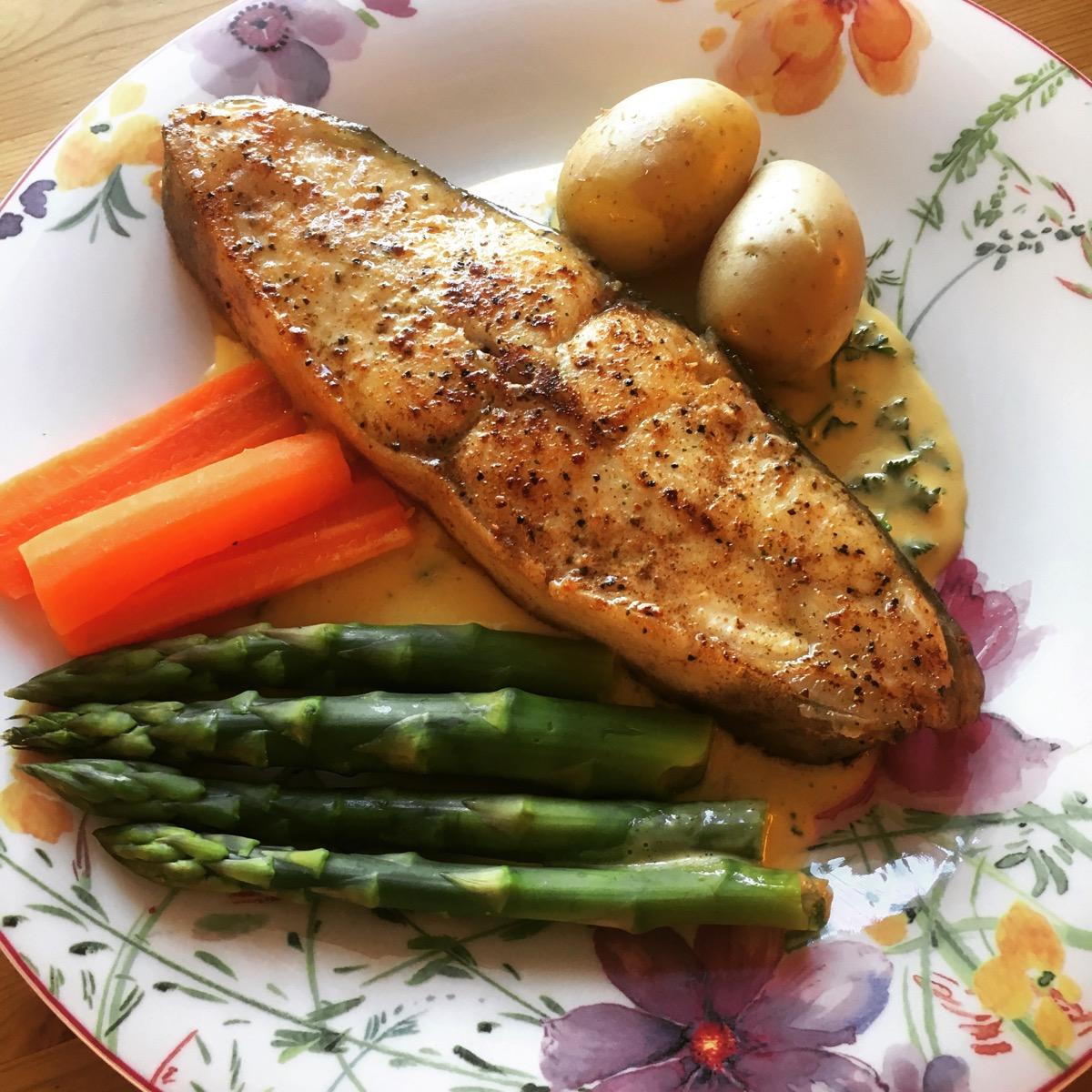 Kveite med asparges og sitronhollandaise