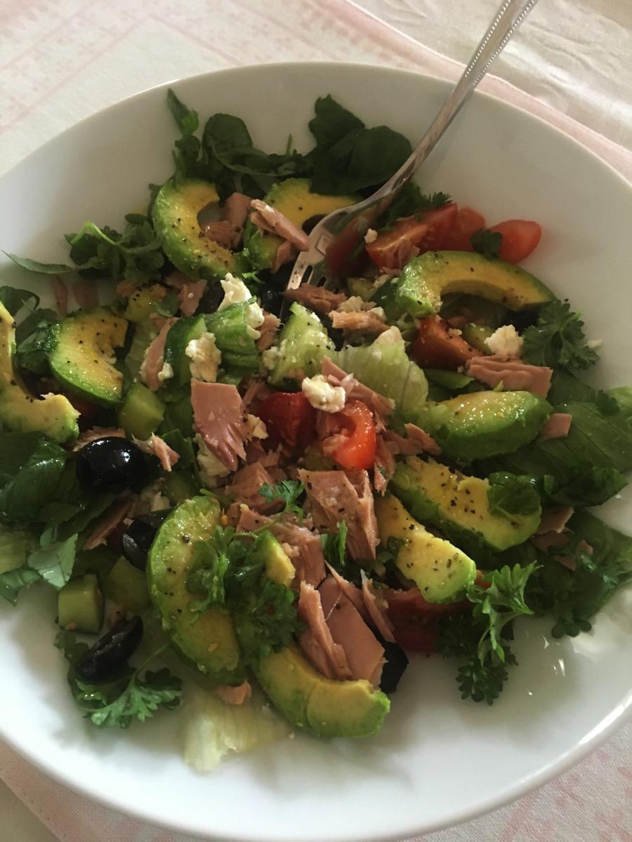 Enkel lunchsalat med tunfisk