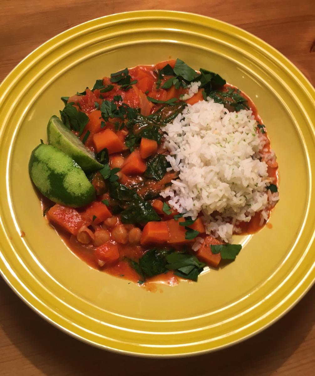 Søtpotetcurry med spinat og kikerter