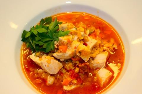 Hot linsesuppe med kylling og chorizo