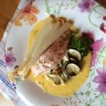 Laks med hvite asparges og sitronhollandaise