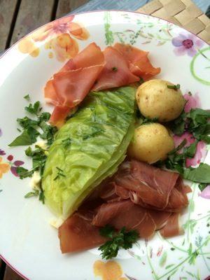 Sommermiddag med sommerkål og skinke