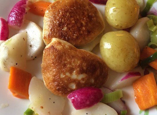 Fiskekaker med kortreiste grønnsaker