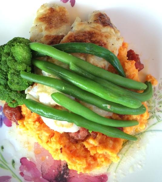 Bakt torskefilét med aioli, grønnsakmos og krydderpølse