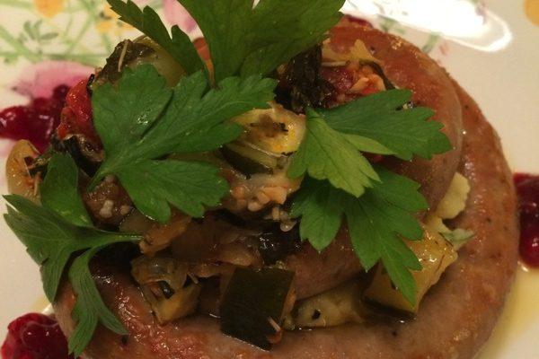 Pølser med grønnsaksmos og bakte tomater