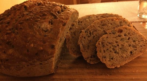 Eltefritt økologisk speltbrød med frø og kjerner