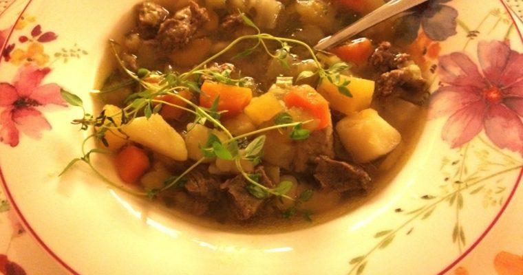 Kjøttsuppe med høstens grønnsaker
