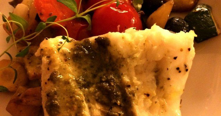 Ovnsbakt brosme med grønnsaker og pesto