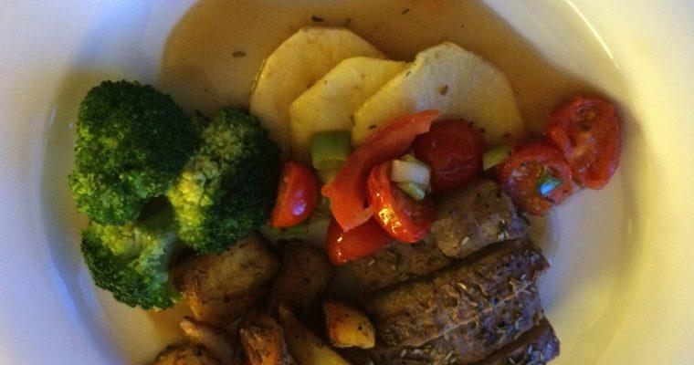 Lammefilét med eple, broccoli og pannestekte poteter