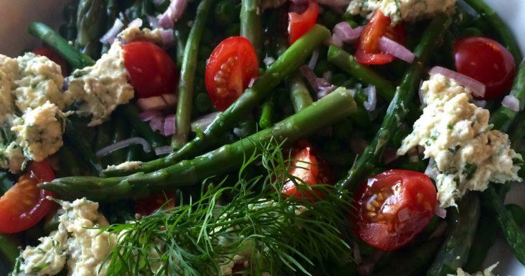 Salat med asparges, feta og mynte