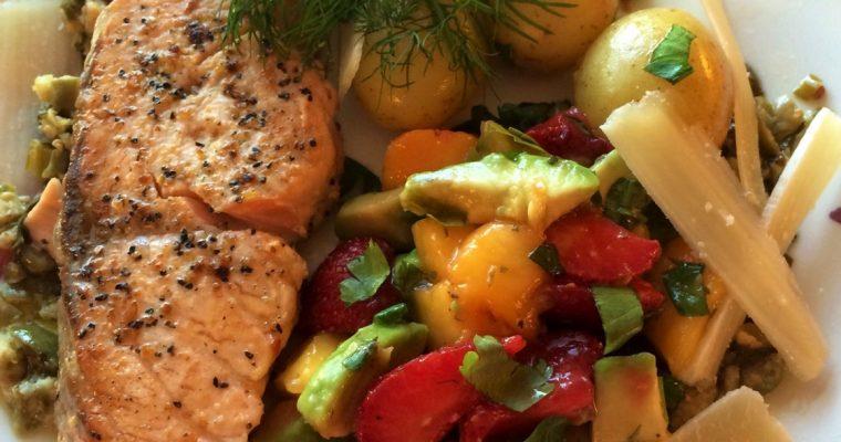 Villaks med kaperssaus og jordbærsalat