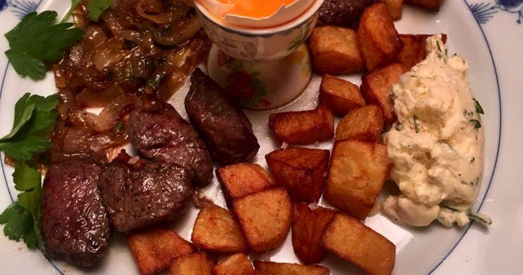 Biff Rydberg med sennepskrem, løk og frityrstekte poteter