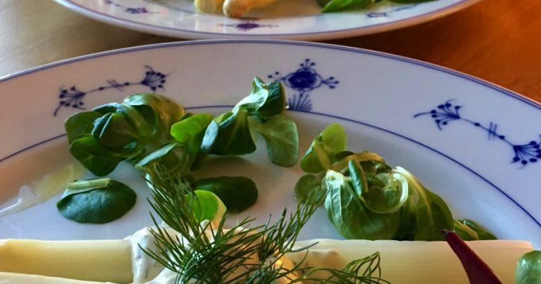 Hvit asparges med avocadokrem