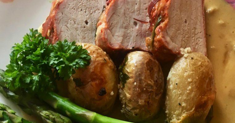 Svinefilét med skinke, asparges og appelsinsaus