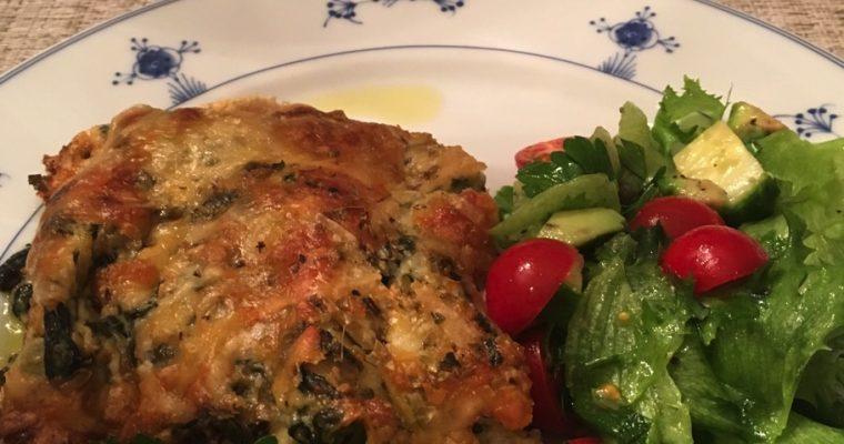 Lakselasagne med lomper, spinat og blåmuggost