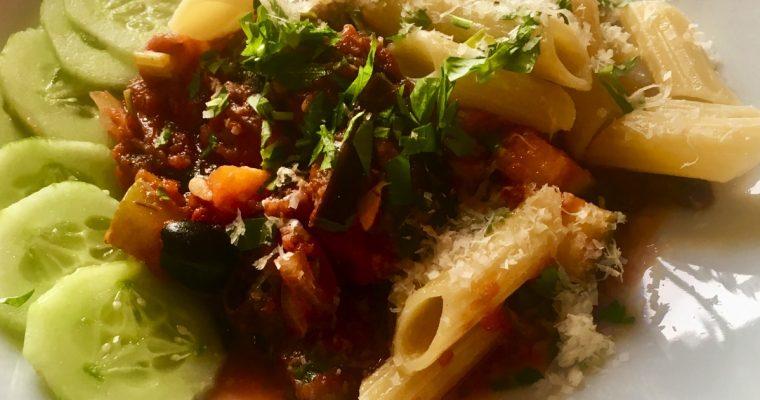 Vegetarpasta med squash og aubergine