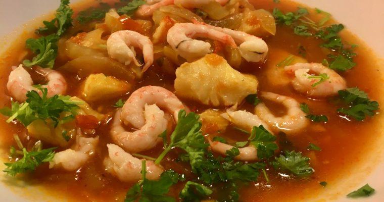 Suppe med steinbit, reker og fennikel