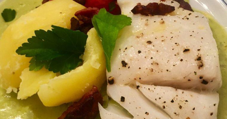 Skreiloin med grønn skalldyrsaus og bakte tomater