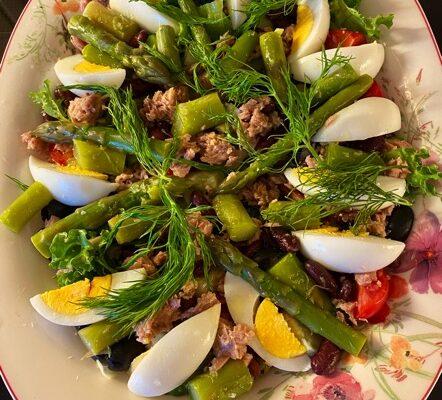 Enkel og god tunfisk- og aspargessalat