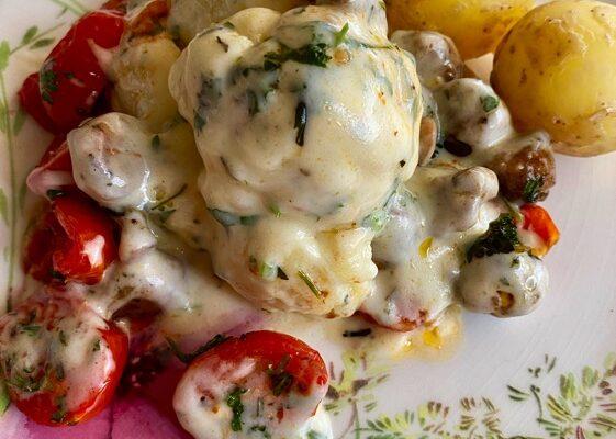 Sommerblomkål med tomater og sopp